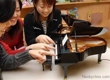 Самое маленькое фортепиано в мире