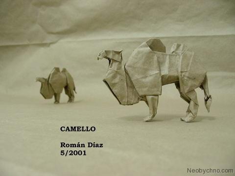 Верблюд. сложенный из бумаги