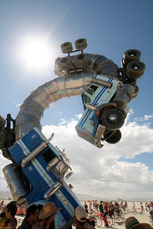 памятник из 2 грузовиков-бензовозов
