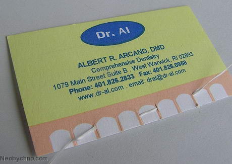 Зубная нить на визитке дантиста, кстати, готова к употреблению