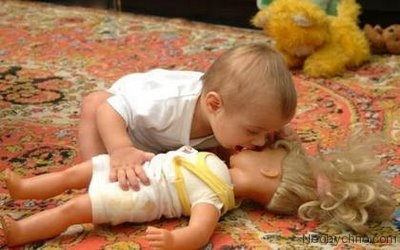 Смешной поцелуй