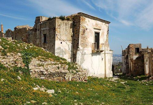 разрушенные дома в Крако