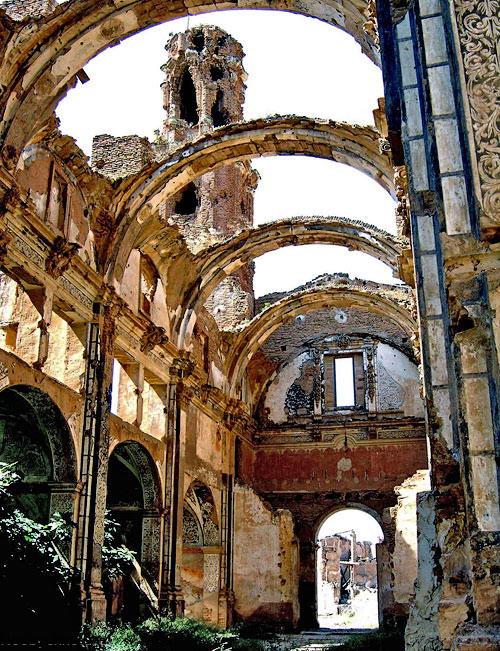 разрушенная церковь в Бельчите