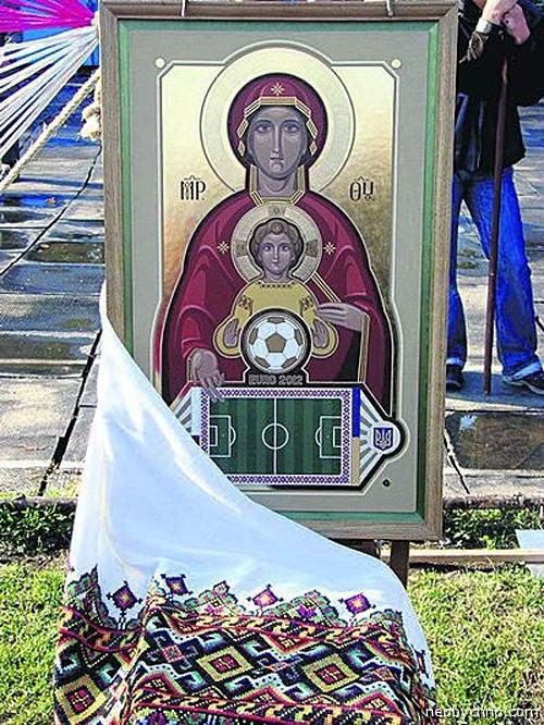 Христос благословляет футболистов
