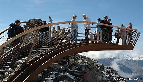 Стремная смотровая платформа в Альпах