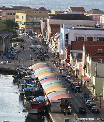 Плавучий рынок на Карибах