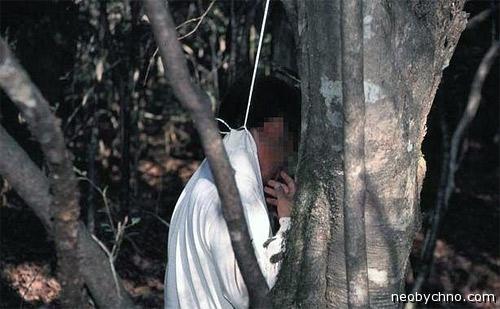 Японец повесился в лесу