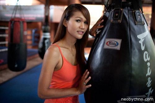 Тайский транс в роли женщины