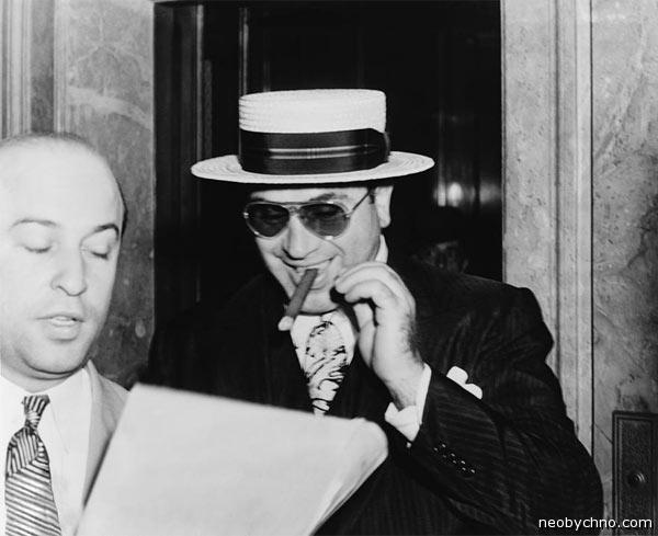 Аль Капоне с неизменной сигарой