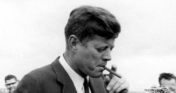 Джон Кеннеди с сигарой