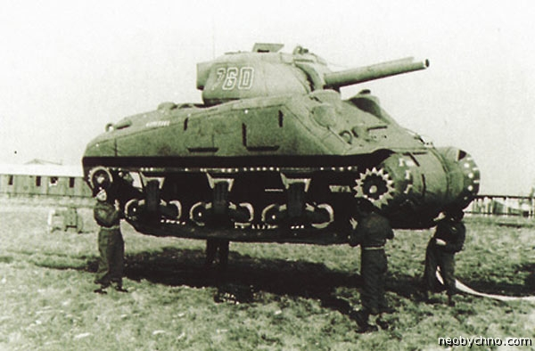 Надувной танк США