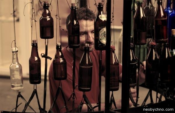 Странный музыкант, странный инструмент