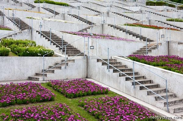 Лестница-цветник в Японии