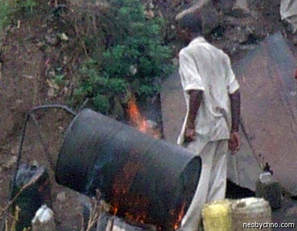 Кенийский самогон на керосине