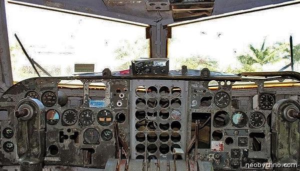 Бар в фюзеляже самолета ЦРУ