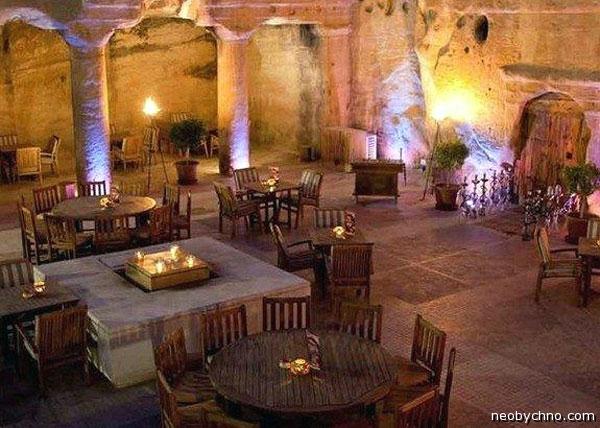 Пещерный бар в Иордании