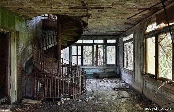 Развалины больницы в Нью-Йорке