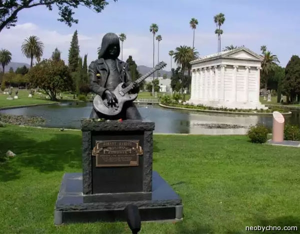 02-hollywood-forever