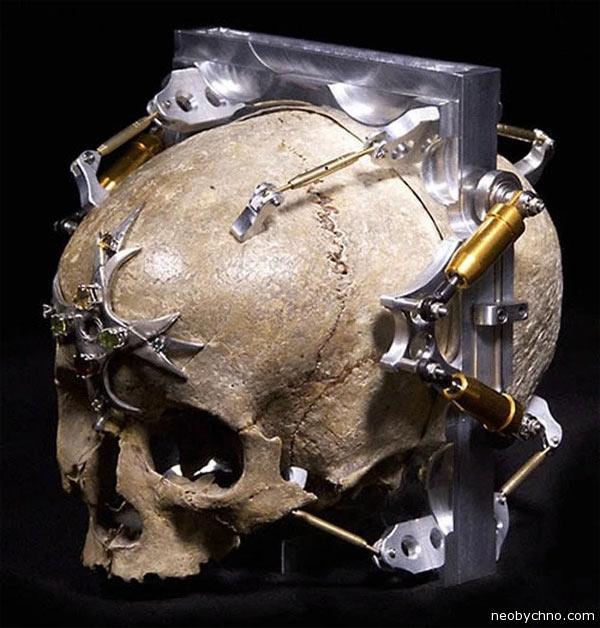01-pinhole-skull-camera