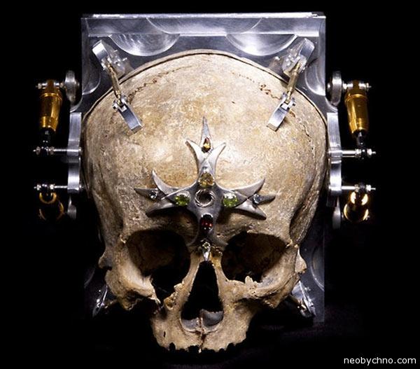02-pinhole-skull-camera