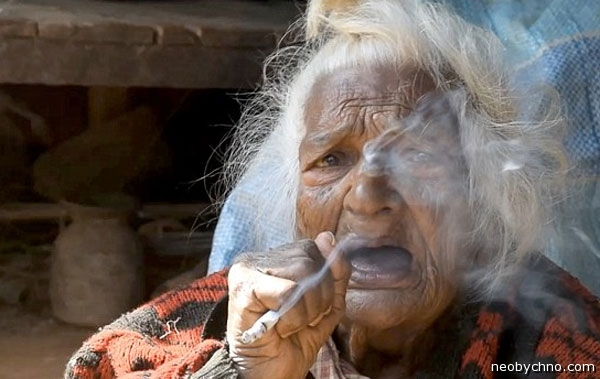 smoking-old-woman-02